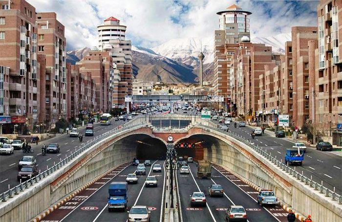 Столица страны Тегеран - крупный развитый город