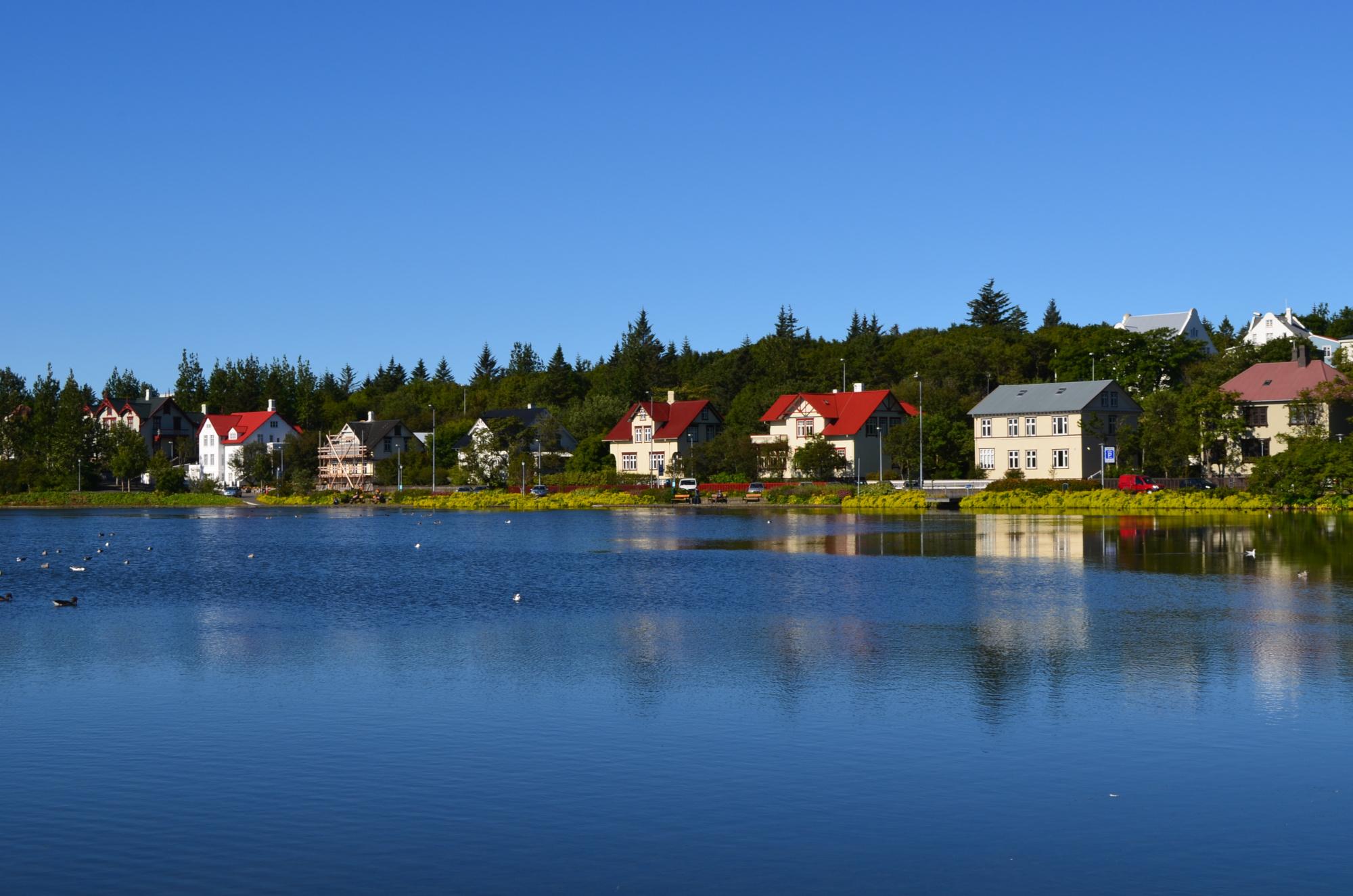 Как переехать жить в Исландию